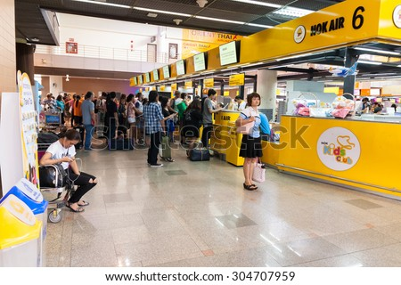 Bangkok - August 6: Don Muang Airport on August 6, 2015 the number of people waiting to board a flight documentation. Are available at Don Muang Airport in Bangkok, Thailand.