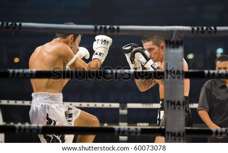 BANGKOK - AUGUST 29: English thaiboxing world champion Liam Harrison (R) in an international fight competition against Rafighdoust Behzan from Iran, on August 29, 2010 in Bangkok, Thailand.