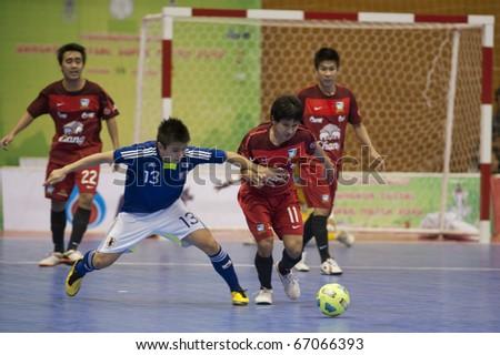 BANGKOK - DECEMBER 12 : Thailand vs Japan Bangkok Futsal Super Match 2010.Kazuhiro Nibuya (Blue) and Nattavut Madyalan(Red) on DECEMBER 11 -12 2010 in Bangkok Thailand.