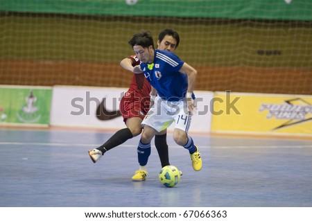 BANGKOK - DECEMBER 12 : Thailand vs Japan Bangkok Futsal Super Match 2010.Kohei Harada (Blue) and Panmonkorn Saisorn (Red) on DECEMBER 11 -12 2010 in Bangkok Thailand.
