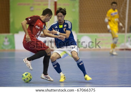 BANGKOK - DECEMBER 12 : Thailand vs Japan Bangkok Futsal Super Match 2010.Kohei Harada (Blue) and Lertchai issarasuwipakorn(Red) on DECEMBER 11 -12 2010 in Bangkok Thailand.