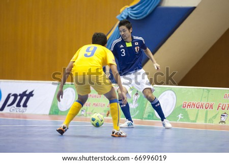 BANGKOK - DECEMBER 11 : Thailand vs Japan, Bangkok Futsal Super Match 2010,Suphawut Tompa (L) and Wataru Kitahara(R) on DECEMBER 11 -12, 2010 in Bangkok Thailand.