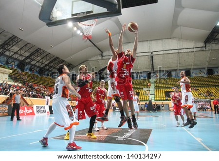 BANGKOK - MAY 28:Brian Williams #33 rebound ball compete with Sports Rev Thailand Slammers  in an ASEAN Basketball League \