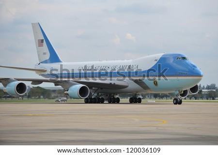 BANGKOK - NOV 18: Air Force One taxis on the runway at Don Muang International Airport as US president Barack Obama begins his historic Southeast Asian tour on Nov 18, 2012 in Bangkok, Thailand.
