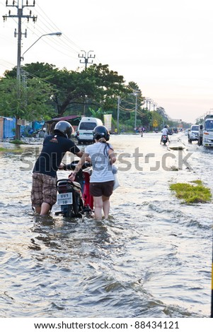 BANGKOK-NOV 08 : people push motorcycle on water flood road, nov 08, 2011, Thailand , Bangkok, panya road