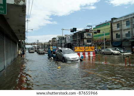 BANGKOK - OCTOBER 28: flooded Bangkok, water covers city streets with 3 ft, car cannot be used, 2 million people are effected on Oct. 28, 2011. Flooding is all around Bangkok.