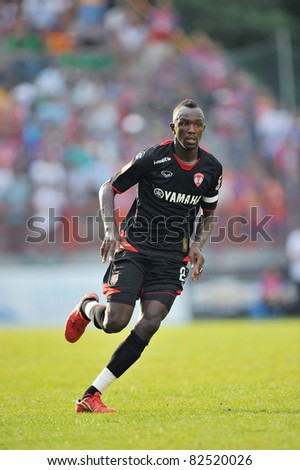 BANGKOK THAILAND- AUGUST 6 :Dagno Siaka of MTUTD  in Thai Premier League (TPL) between Muangthong United and Thai Port Fc at PAT Stadium on August 6,2011 in  Bangkok Thailand