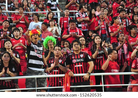 BANGKOK, THAILAND - AUGUST 31 : Fan Club of SCG Muangthong in Thai Premier League between Insee Police Utd.(Y) vs SCGMuangthong Utd (R) on August 31, 2013 at Tummasart Stadium in Bangkok, Thailand