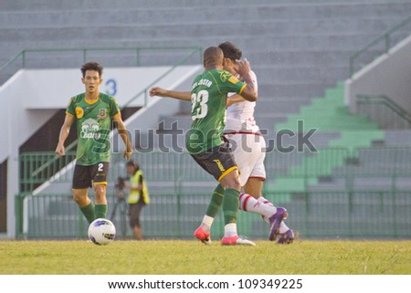 BANGKOK, THAILAND - AUGUST 4 : Unidentified player in Thai Premier League (TPL) between Army Utd (G) VS BEC TERO (W) at Army stadium on August 4,2012 in Bangkok,Thailand.