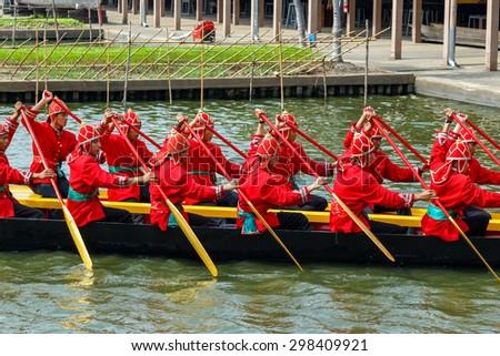 BANGKOK, THAILAND - DECEMBER 17: Thai Royal Barge in Bangkok, Thailand on December 17, 2014. Unidentified group of Thai royal marines re���·hearse the sail of the Thai royal barge procession