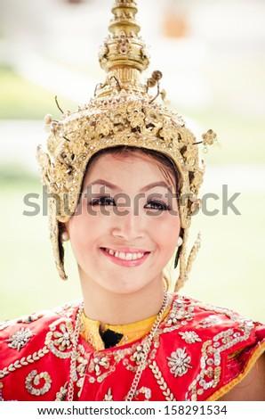 BANGKOK, THAILAND - FEBRUARY 04 : Unidentified dancer perform Thai folk dance at Aroonratchawararam temple on February 04, 2012 in BANGKOK THAILAND.Thai folk dance is one of dramatic art in Thailand.