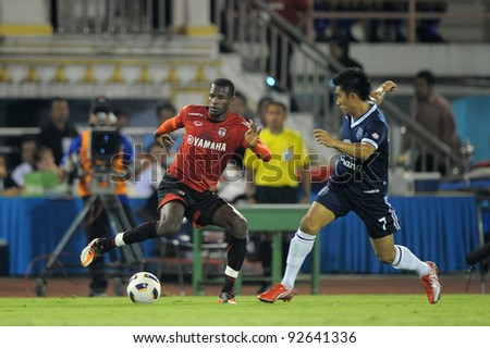 BANGKOK, THAILAND - JAN 11: Diarra Ali of the MuangThong United (L)in action during theThaicom FA Cup Final match between and Buriram PEA at National Stadium on January11,2012 in Bangkok Thailand.