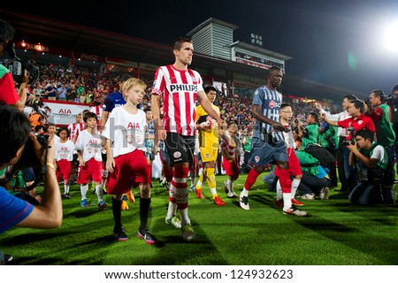BANGKOK,THAILAND-JANUARY 8:Kevin Strootman of PSV walk to SCG Stadium before The AIA Champions Cup match between SCG Muangthong Utd. and PSV at SCG Stadium on Jan8 ,2012 in ,Thailand.