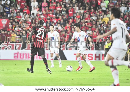 BANGKOK, THAILAND - MARCH 17 : R.Viwatchaichok (R) in action during Thai Premier League (TPL) between SCG Muangthong Utd. (red) vs BEC Tero (White) on March 17, 2012 in SCG Stadium in Bangkok, Thailand