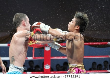 BANGKOK, THAILAND- MARCH 16 : The Star (R) VS Alex Sasiprapa (B) in the 2012 World Amateur Muaythai Championships on March 16, 2012 at National Stadium in Bangkok, Thailand