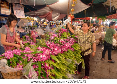 BANGKOK, THAILAND - MARCH 31: Unidentified people selling flowers at Pak Klong Talad on March 31, 2014 in Bangkok, Thailand. Pak Klong Talad is a big flower market in Bangkok.