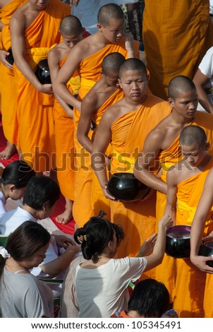 BANGKOK , THAILAND - MAY 8: unidentified people give food offerings to Buddhist monks on May 8, 2011 Pratunam in Bangkok, Thailand. Thai traditional Ceremony.