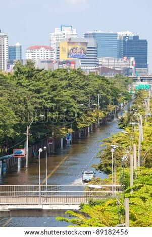 BANGKOK, THAILAND - NOVEMBER 12 : Thai flood hits Central of Thailand, higher water levels expected, cars navigating through the flood on November 12,2011 Bangkok, Thailand. - stock photo
