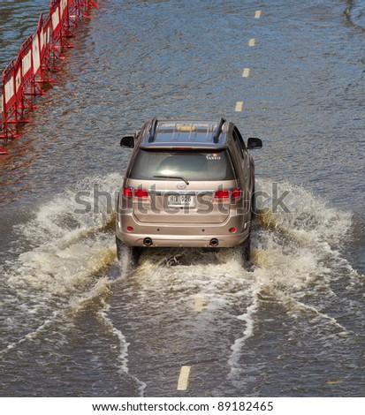 BANGKOK, THAILAND - NOVEMBER 12 : Thai flood hits Central of Thailand, higher water levels expected, cars navigating through the flood on November 12,2011 Bangkok, Thailand.