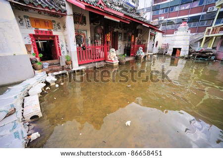 BANGKOK, THAILAND - OCTOBER 15 -Thai flood hits Bangkok areas, higher water levels expected, here in Chinatown  this temple is under the water level- Saturday october 15,  2011 in Bangkok, Thailand