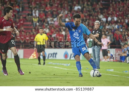 BANGKOK, THAILAND - SEPTEMBER 18 : C.Chantakam (R) in action during Toyota League Cup 2011, between Muanghong Utd (R) vs Chuonburi fc (B)on September 18, 2011 at Yamaha Stadium Bangkok, Thailand