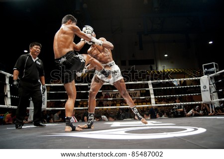 BANGKOK, THAILAND- SEPTEMBER 25: Unidentified players in Thai Fight : Muay Thai. World's Unrivalled Fight on September 25, 2011 at Thammasat University Convention Center in Bangkok, Thailand