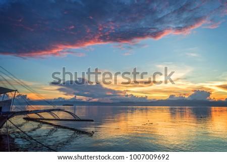 Banka, traditional filipino fishing boat at sunset, Cebu island, The Philippines Stok fotoğraf ©