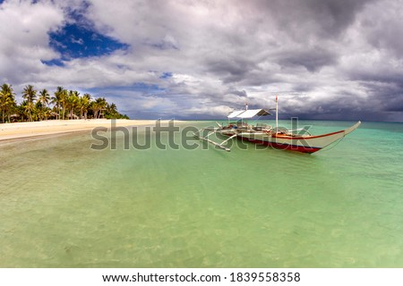 Banka, traditional Philippine outrigger boat off the beach. Stok fotoğraf ©