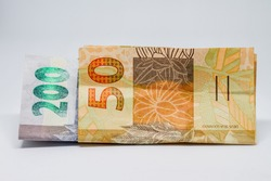 Banknotes of two hundred and fifty reais, totaling two hundred and fifty.
