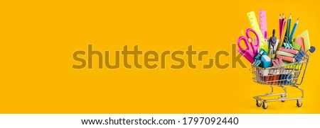 Banner of Shopping cart with school supply stationary on colorful paper background. Back to school and education concept with copy space, modern elementary education. flat lay, top view, mockup. Foto stock ©