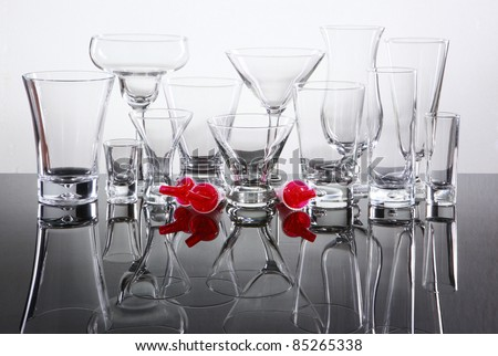 Bar supply of cocktail glasses and pourer