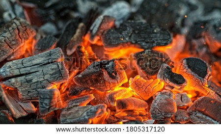 Barbecue Grill Pit With Glowing And Flaming Hot Charcoal Briquettes, Close-Up Foto stock ©