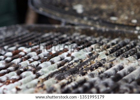 Barbecue that has not been cleaned before being stored #1351995179