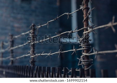 barbed wire stretched in 3 layers on the fence Stockfoto ©