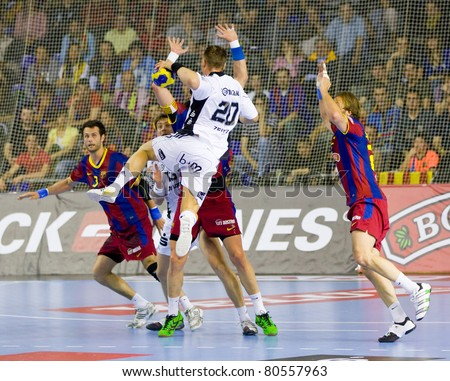 BARCELONA - APRIL 24: Christian Zeitz (20) in action during the handball Champions League match between FC Barcelona & THW Kiel on April 24, 2011 in Barcelona, Spain. Final score, 27 - 25. - stock photo
