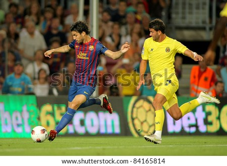 BARCELONA - AUG 29: Cesc Fabregas(L) of FC Barcelona vies with Musacchio(R) of Villarreal during a Spanish League match at the Nou Camp Stadium on August 29, 2011 in Barcelona, Spain