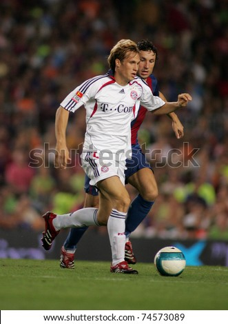BARCELONA - AUG 22: German player of Bayern Munich Andreas Ottl during a friendly match between Bayern Munich and FC Barcelona at the Nou Camp Stadium on August 22, 2006 in Barcelona, Spain