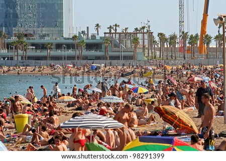 BARCELONA - AUGUST 14: Barcelona beachfront, considered between 10 best urban beaches of the world, crowded of people on summertime on Barceloneta, August 14, 2009 in Barcelona, Spain