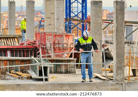 BARCELONA JANUARY 8 Spanish construction worker construct a major build on January 8 2014 in Barcelona Spain
