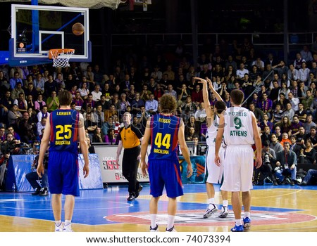 BARCELONA - MARCH 24: Dimitris Diamantidis shoots for a point during the Euroleague basketball match between Barcelona and Panathinaikos, 71-75, on March 24, 2011 in Barcelona, Spain.
