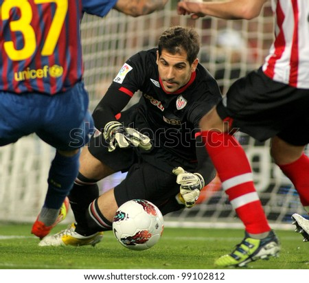 BARCELONA - MARCH, 31: Gorka Iraizoz of Athletic Bilbao in action during the Spanish league match against FC Barcelona at the Camp Nou stadium on March 31, 2012 in Barcelona, Spain