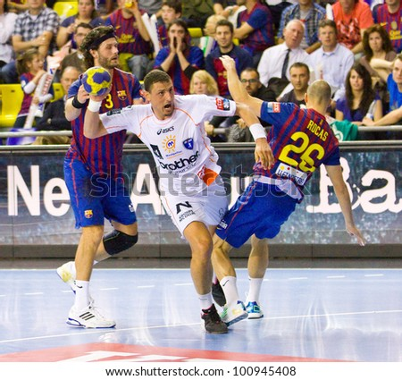 BARCELONA - MARCH 25: Wissem Hmam (middle) in action during EHF Champions League match between FC Barcelona and Montpellier, final score 36-20, on March 25, 2012, in Palau Blaugrana, Barcelona, Spain.