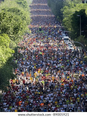BARCELONA - MAY 18: Thousands of runners participate in the Cursa de El Corte Ingles, the second most popular race in the world, on Barcelona streets on May 18, 2008 in Barcelona, Spain. More than 50,000 people compete in the annual event.