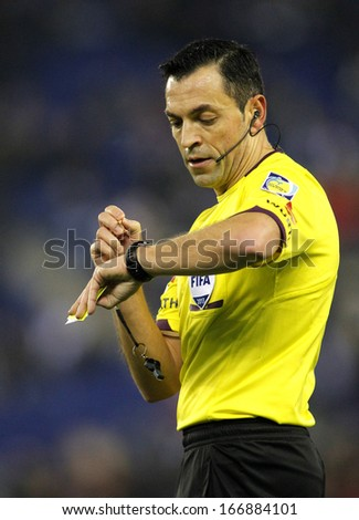 BARCELONA - NOV, 30: Referee Teixeira Vitienes check the time during a Spanish League match between RCD Espanyol vs Real Sociedad at the Estadi Cornella on November 30, 2013 in Barcelona, Spain