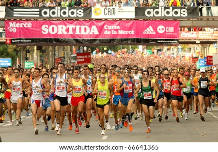 BARCELONA - SEPT 28: Runners on start of Cursa de la Merce popular race in Montjuich Mountain on September 28, 2009 in Barcelona, Spain - stock photo