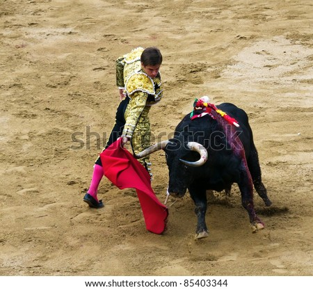 BARCELONA - SEPTEMBER 24:Julian Lopez El Juli in action during a corrida de toros or bullfight, typical Spanish tradition where a torero or bullfighter kills a bull on Septiembre 24, 2011 in Barcelona, Spain