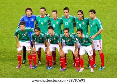 BARCELONA - SEPTEMBER 4: Players of Mexico poses for photos before the friendly match between Mexico and Chile, final score 1 - 0, on September 4, 2011, in Cornella stadium, Barcelona, Spain.