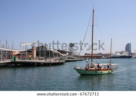 BARCELONA - SEPTEMBER 9: Sailing ship arriving at Port Vell on September 9, 2009 in Barcelona. With marina located almost in city center, sailing is a popular activity in Barcelona.