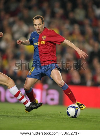 BARCELONA, SPAIN : Andres Iniesta Spanish  Futbol Club Barcelona player in action during the match between FC Barcelona and Sevilla FC in Nou Camp Stadium in Barcelona, Spain. April 22, 2009.
