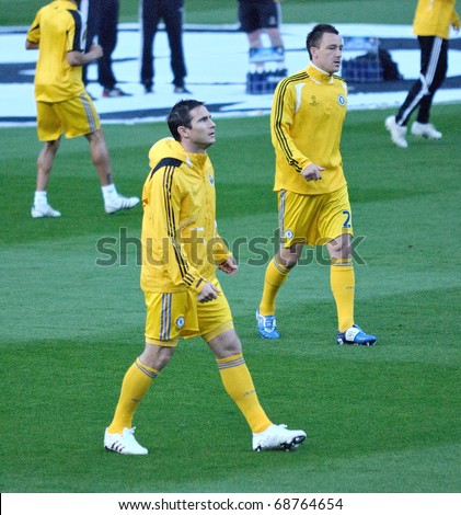 BARCELONA, SPAIN - APR 28: Frank Lampard, Chelsea player, trains before the Champions League match against Barcelona at the Camp Nou Stadium  on April 28, 2009 in Barcelona, Spain.